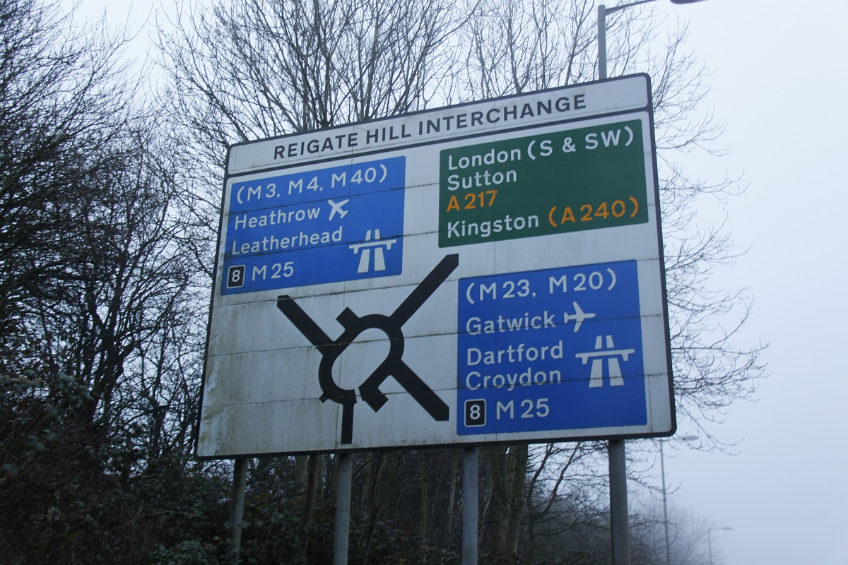 reigate-hill-a217-m25-sign-zoomed-out