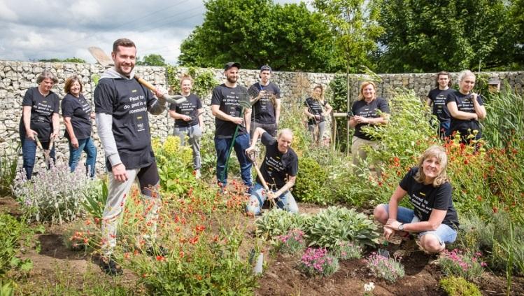 Volunteers Transform Garden For Cancer Patients